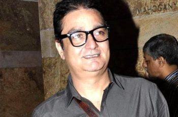 Vinay Pathak will host the show - 'Har Ghar Kuch Kehta Hai'