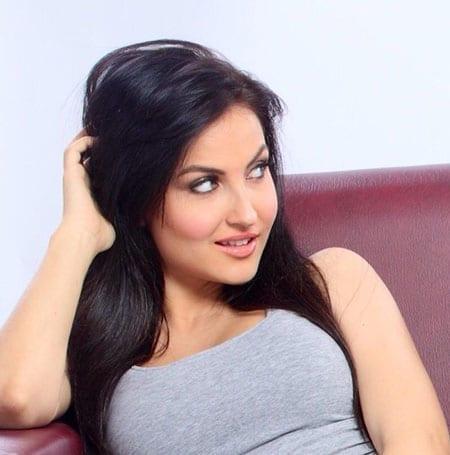 Elli Avram looking beautiful and innocent