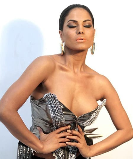 Pakistani starlet Veena Malik wants as many celebrities in her reception party