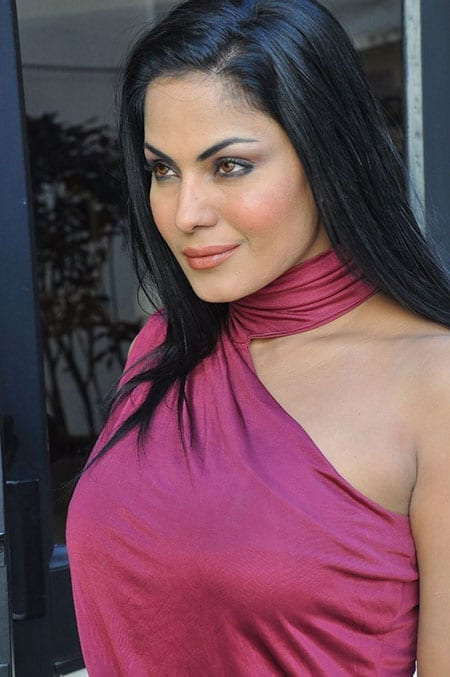 Veena Malik caught in a criminal case filed by her live-in partner in Mumbai